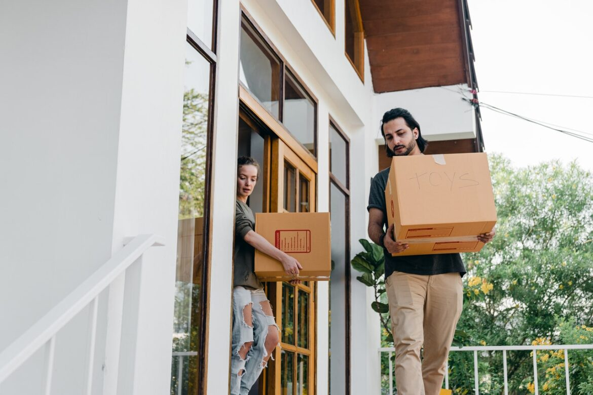 Picking Packers and Movers Services Wisely for Damage Free Relocation