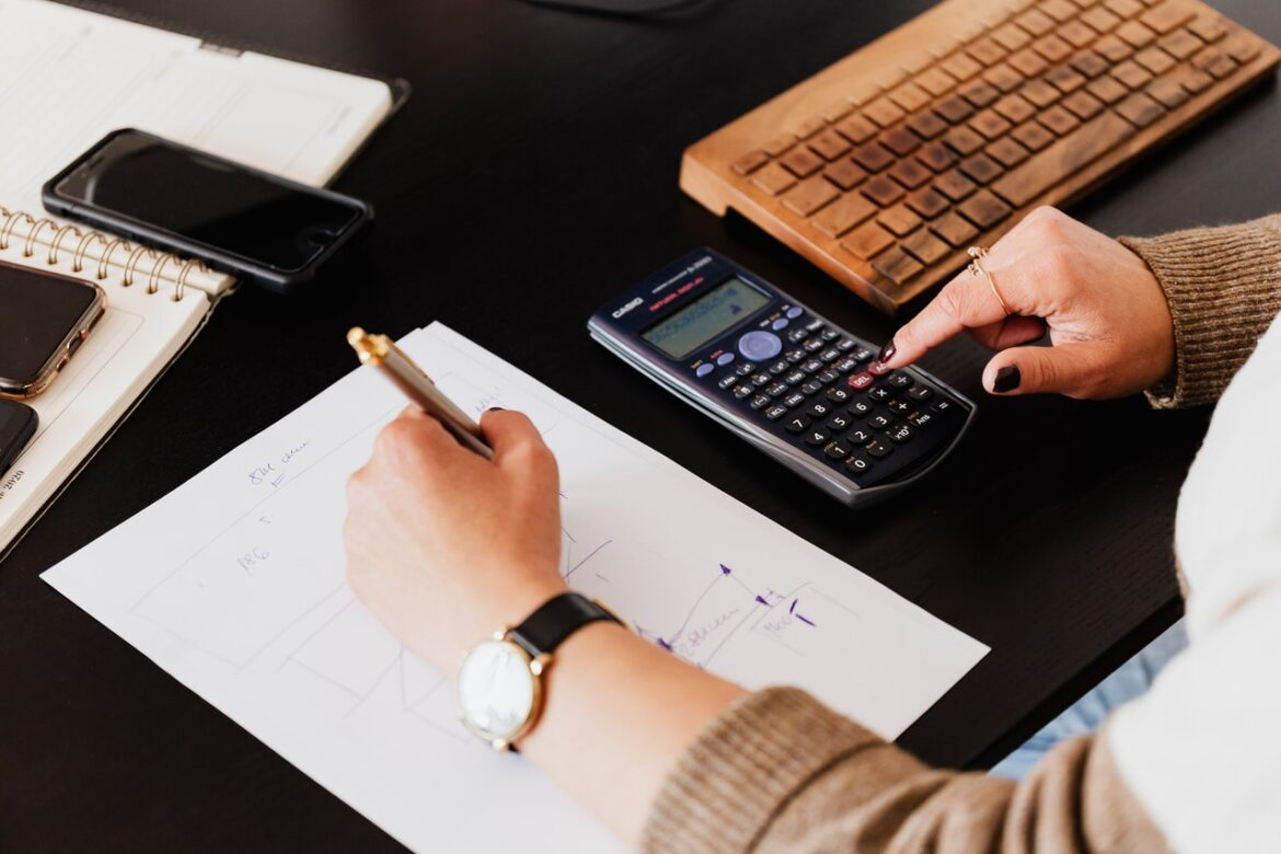 Important Role Accountants Can Play In Your Business Operations
